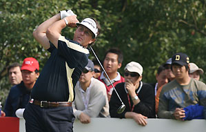 Phil Mickelson made four birdies on his last five holes.