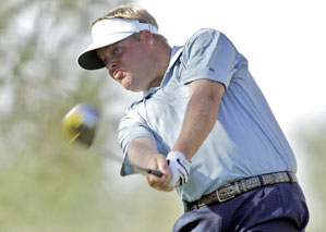 Carl Pettersson grabbed a one-shot lead with a bogey-free 64.