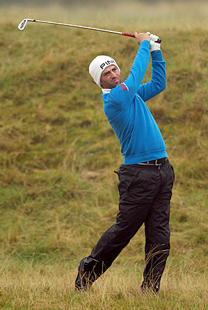 John Parry leads the Alfred Dunhill Links Championship by four strokes after shooting 65 Friday at the Old Course.