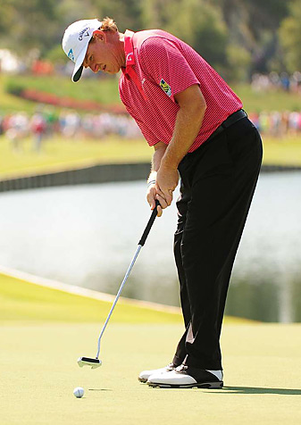 Ernie Els has used both a standard-length putter and a belly putter in recent years.
