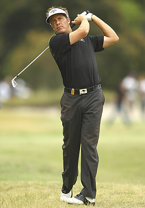 Stuart Appleby birdied his last two holes to win the Australian Masters by one shot.