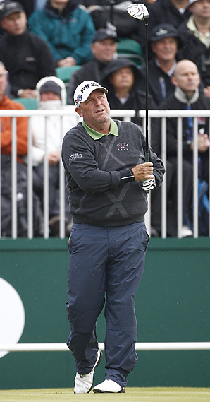 Mark Calcavecchia shot a second-round 69 to take a two-shot lead at the Senior Open Championship.