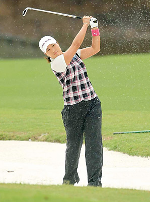 Se Ri Pak's 164-yard shot from a fairway bunker set up a birdie and her 25th career victory.
