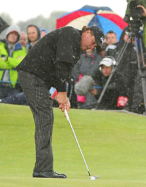 Phil Mickelson lost momentum in the final round after he missed a short par putt.