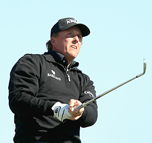 Phil Mickelson carded six birdies and two bogeys to finish with a four-under 67 on Thursday.