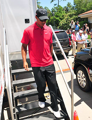 Tiger Woods withdrew from the Players Championship on Sunday, and revealed that he has been suffering from neck pain for several weeks.