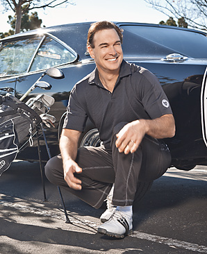 Actor Patrick Warburton will host a charity golf outing March 4-6.