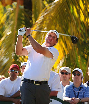 Mickelson chipped in four times and needed only 99 putts at Doral.