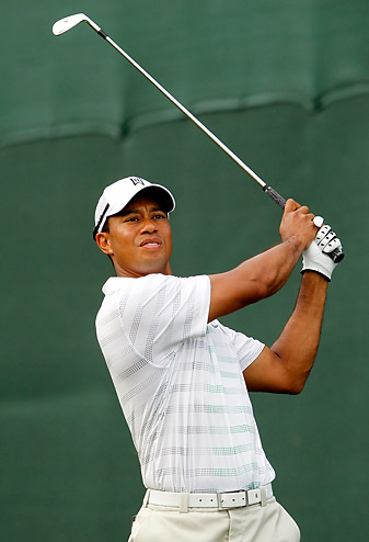 Tiger Woods got off to a rough start but got his game together to shoot a 71.