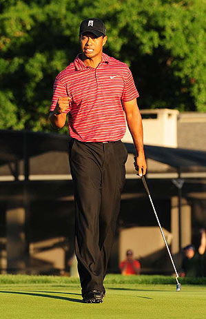 Woods made a clutch birdie putt on the 15th hole.