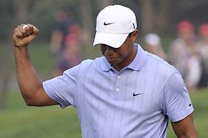 Tiger Woods shot a 5-under 67 Friday.