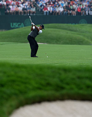 Tiger Woods commenced playing by putting out on the seventh hole Friday.