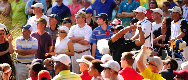 Tiger Woods made an eagle, five birdies and two bogeys on Friday.