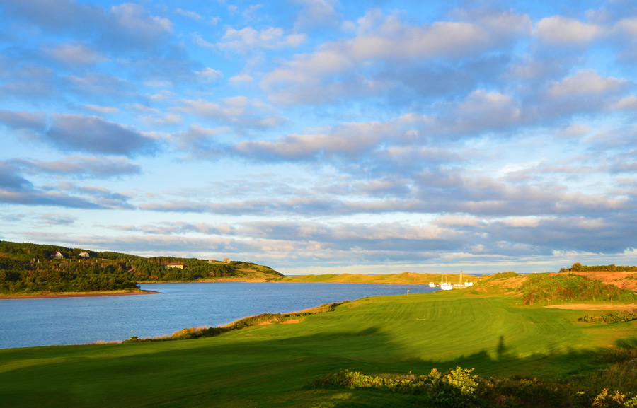 Designer Rod Whitman, an Albertan who prepped under Pete Dye and Bill Coore, built Cabot Links on a rolling plot that starts at an elevated bluff and descends to the beach.