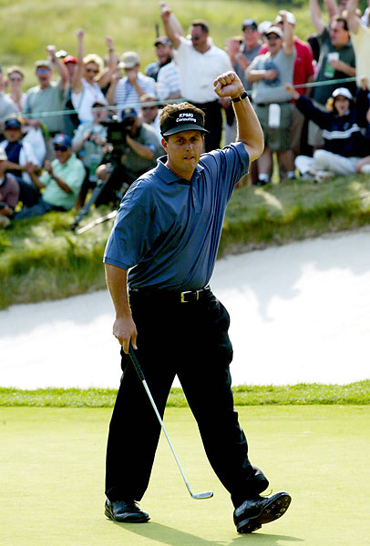 In 2002 at Bethpage Black, Mickelson challenged Tiger Woods for the title.