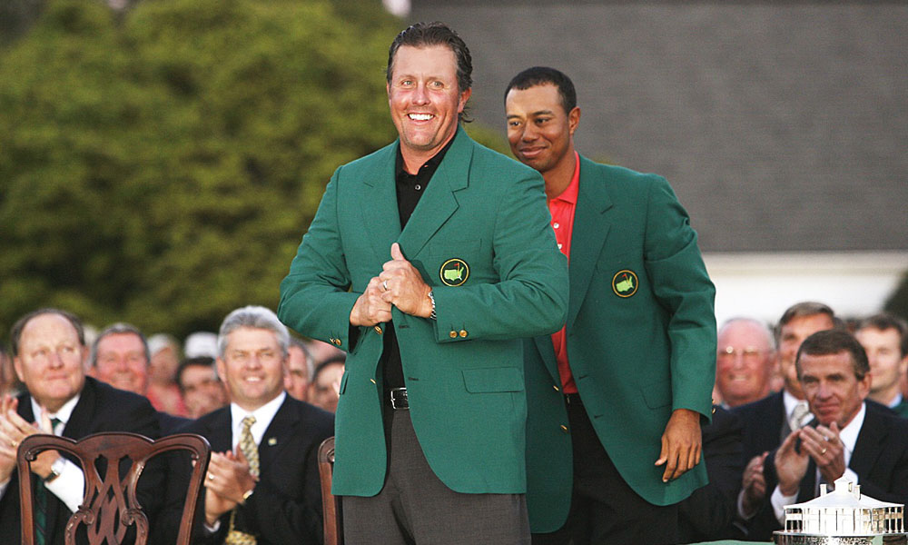A year after helping Woods into a green jacket, Woods returned the favor to Mickelson in 2006.