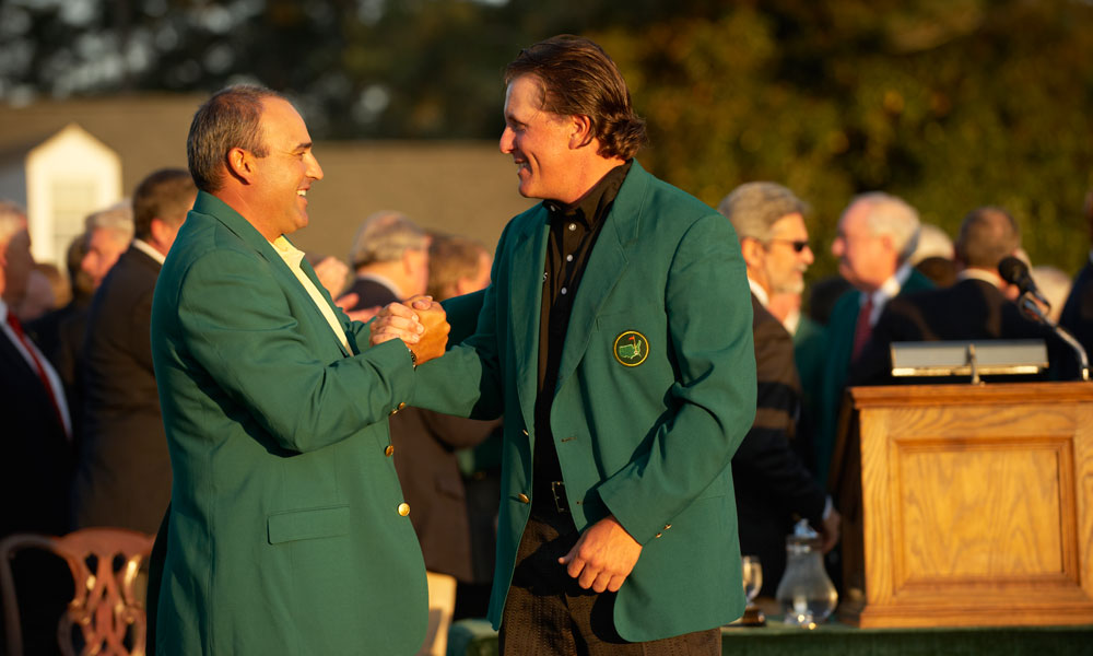 Angel Cabrera, the 2009 champion, presented Mickelson with his green jacket.