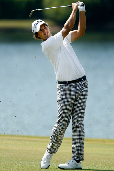Adam Scott is tall, leading-man handsome abnd tends to look good whatever he wears. Unlike the others, his style is on the quiet side, with traditional English clothes by Aquascutum. He's an Australian surfer dude, but he gives off Gregory Peckish vibes on the course.