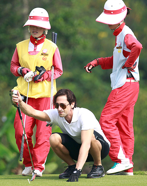 Adrien Brody occasionally takes part in celebrity golf events.