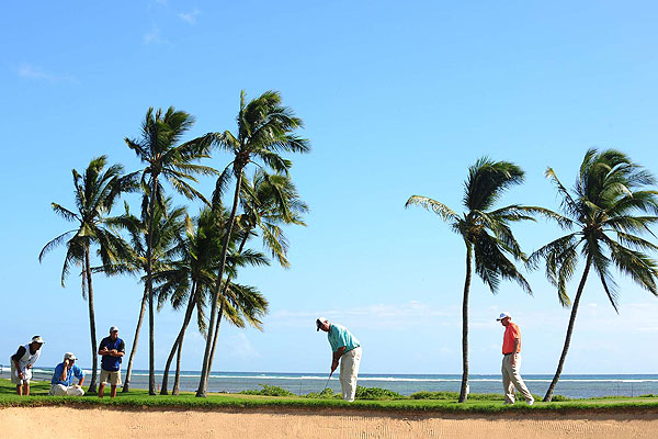 Postcards from the Sony Open in Hawaii                           The best photos by SI's Robert Beck from the 2008 Sony Open in Hawaii.                                                      Palm trees, sandy beaches and a classic golf course—everything was in place as Boo Weekley putted Friday at Waialae Country Club.