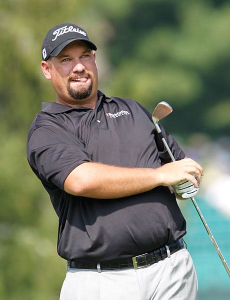 Brendon de Jonge set the pace early in the second round with a three-under 67.