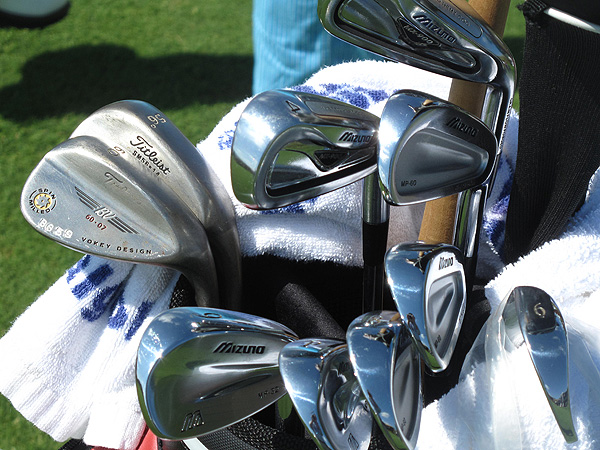 uses a mixed set of clubs, including Mizuno MP-32, MP-60 and MX-900 irons, as well as Titleist Vokey Spin Milled wedges.