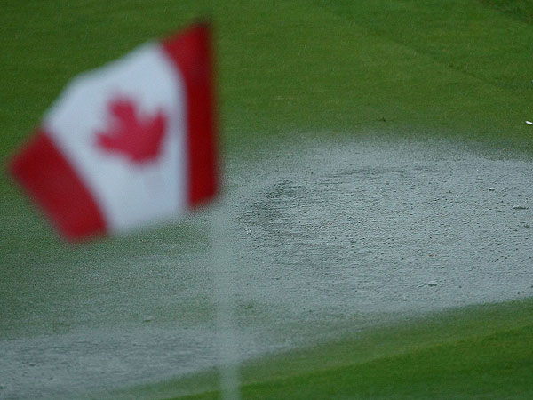 Thursday at the 2009 RBC Canadian Open                           Rain caused an extended delay at the Glen Abbey Golf Course on Thursday, but some players were able to complete their rounds.