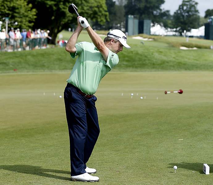 David Toms warmed up at Merion's East Course Tuesday. Merion Golf Club has no official driving range.