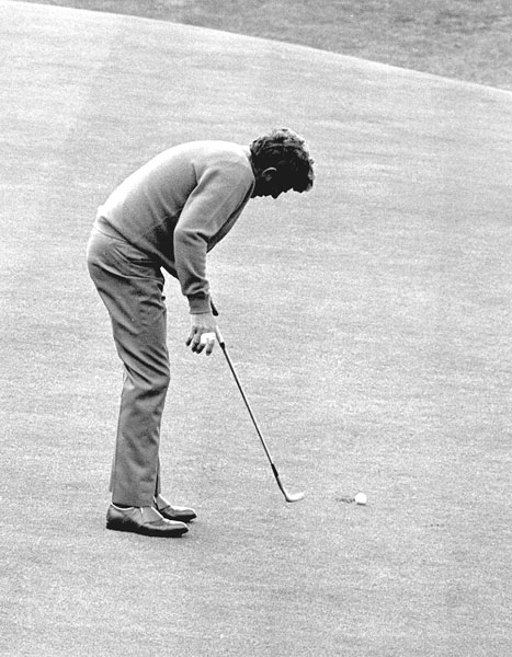 The colorful Doug Sanders was best known for his sartorial splendor, yet he won 20 PGA Tour events. One that got away was the British Open at St. Andrews. Two-putting from 30 feet at the 18th would win. He left his first putt three feet from the cup. Distracted by a piece of brown grass, he re-addressed the ball without backing away. His subsequent putt slid to the right, as his hand came off the club. He would lose to Jack Nicklaus in a playoff.