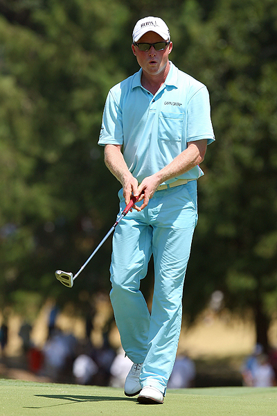 Simon Dyson of England set the early pace Sunday, taking advantage of a 9:40 tee time and some hot putting to shoot 64.