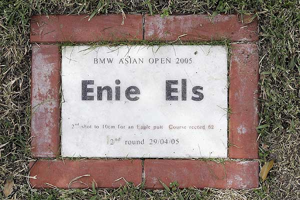 "Els hit the ""2005 Shot of the Year"" at the Tomson Golf Club's 18th hole in Shanghai, China. The commemorative plaque had a typo."