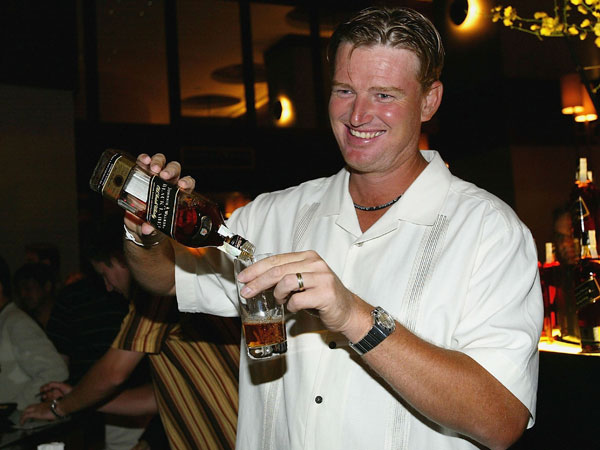 Els became a bartender for an evening in 2004 during Golfers Behind the Bar, a Johnny Walker promotion in Bangkok, Thailand.