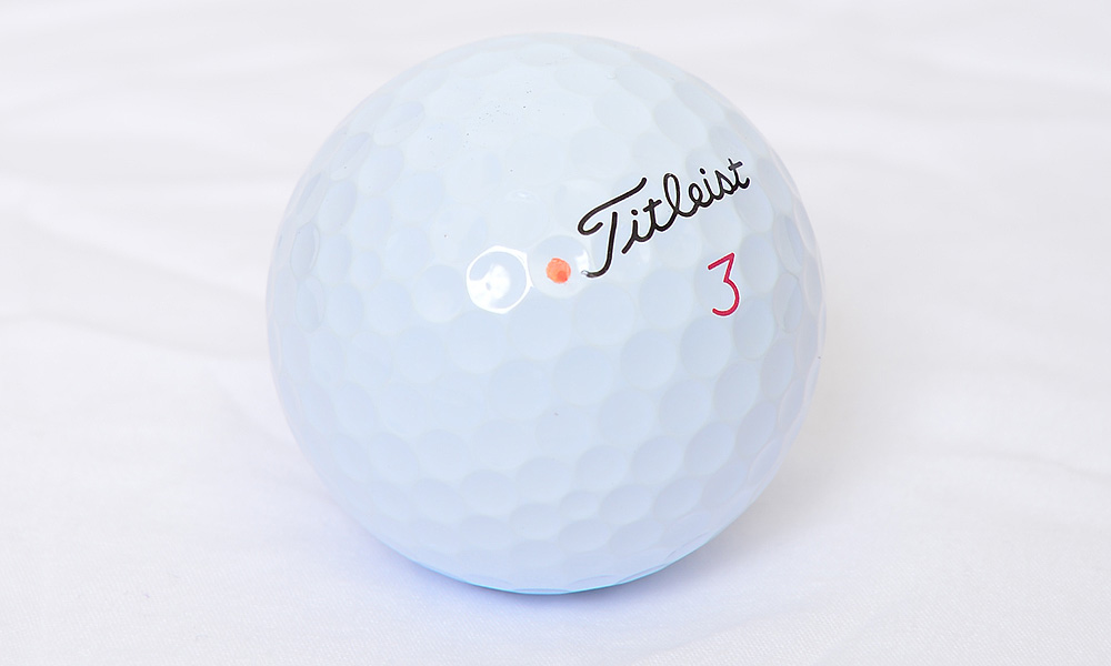 Fowler uses a Titleist Pro V1x golf ball.