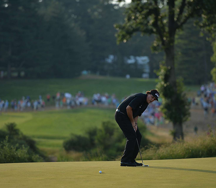 Mickelson's best chance for a birdie on the final holes came on 16, but he missed this putt.