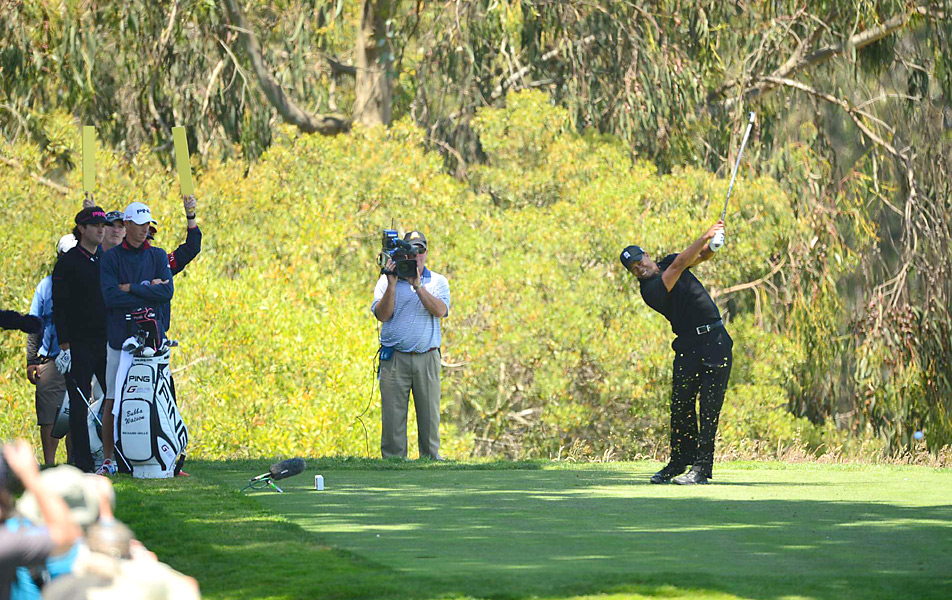 Woods birdied the third hole to take the solo lead for the first time, but fell back after three straight bogeys on 5, 6 and 7.
