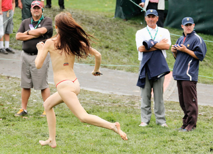 A streaker ran right past U.S. team captain Fred Couples on the 18th hole.