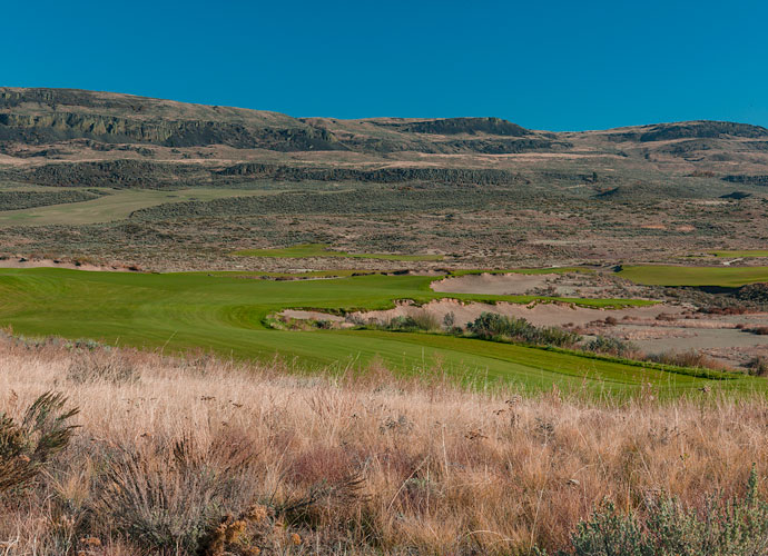 The par-4 5th hole plays a monster 517 yards from the tips. Gamble Sands offers four sets of tees to suit a variety of handicap levels. It's 7,169 yards from the championship tees, 6,684 yards from the back, 6,207 yards from the regular, 5,631 yards from the intermediate and 4,797 yards from the forward tees.