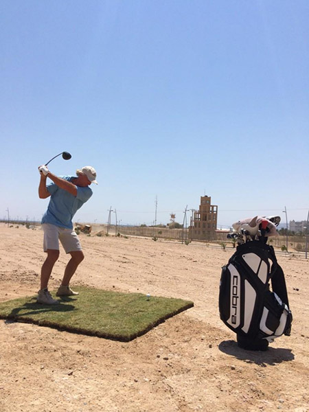 @SharkGregNorman I bet first time ever. Hitting a golf ball from Jordan (Aqaba) to Israel (Eilat) from Ayla GC. Note the guard towers. pic.twitter.com/bbPX6PsOWa