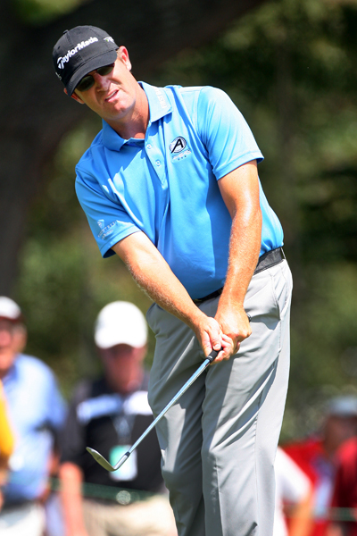 David Mathis shot a seven-under 63 to keep pace with Pettersson.