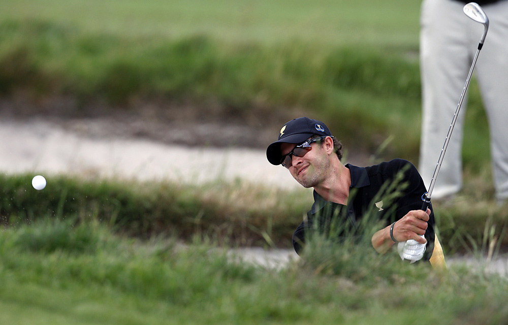 Adam Scott beat Phil Mickelson in singles and finished 2-3.