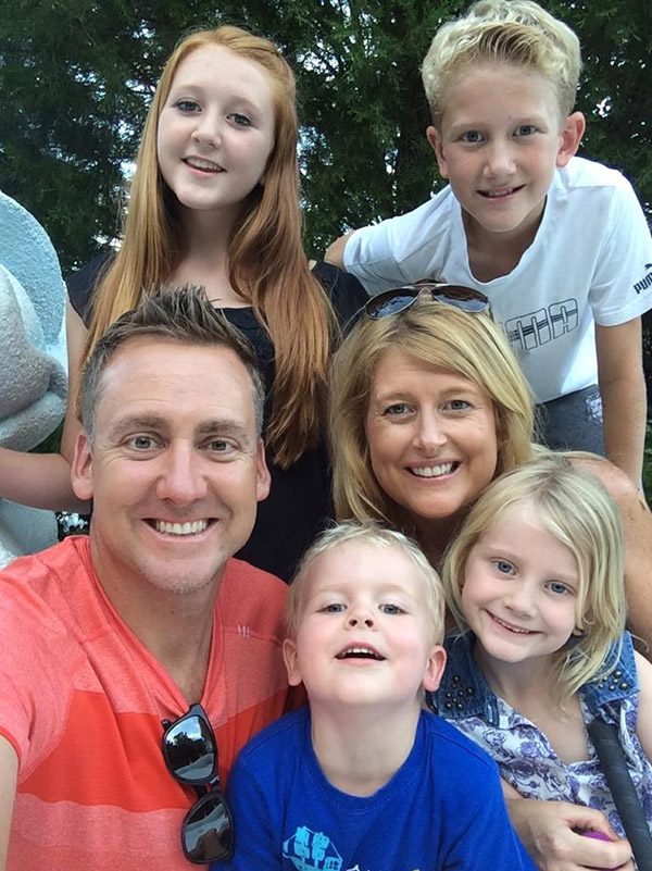 "@IanJamesPoulter Family selfie at crazy golf. Love it. Joshua says. ""Yes so happy""...."