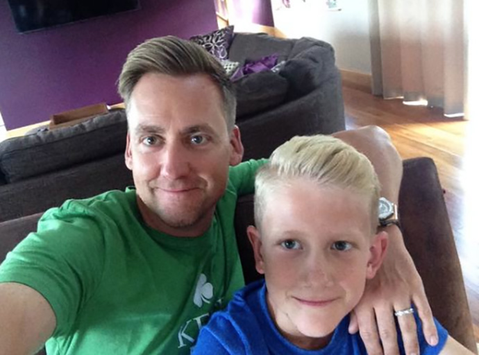 @IanJamesPoulter Father like son haircuts. pic.twitter.com/HAoHU5g7o5