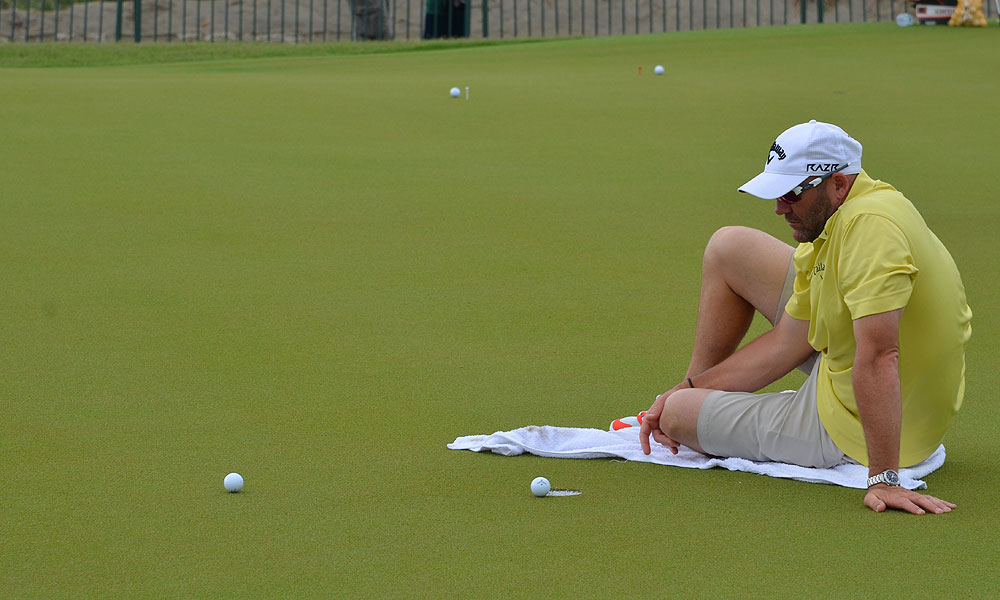 When Jacobson's caddie realized that his man was planning to grind for a while on the range, he got comfy.