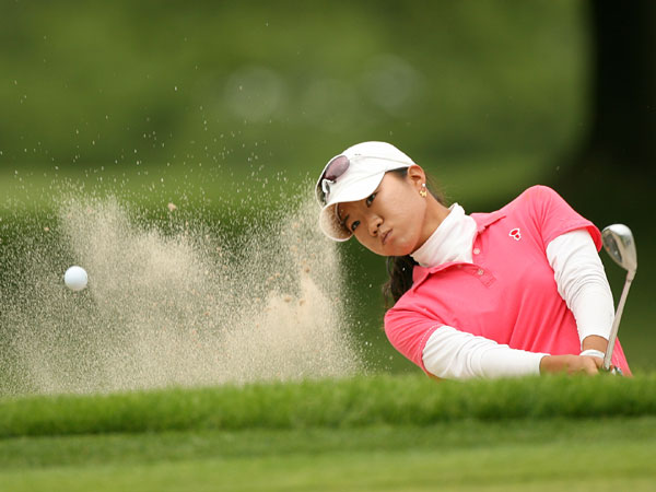 Five birdies helped Ji Young Oh keep pace with Pettersen and tied for the lead.