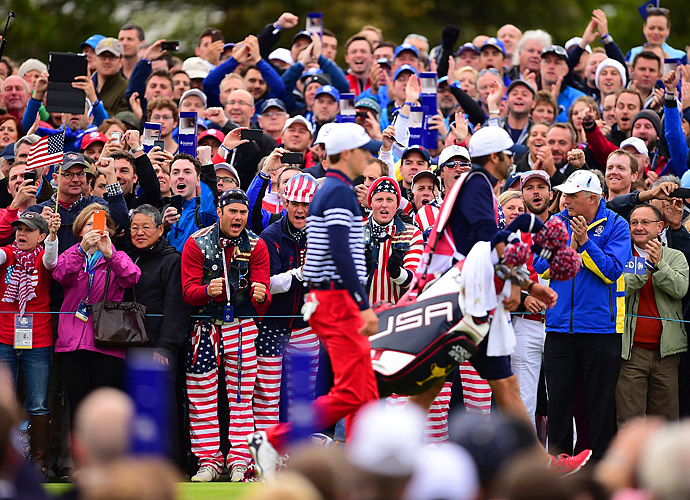 Some Team USA partisans try to rally Jordan Spieth.