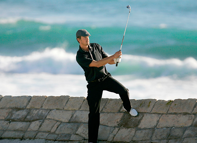 Josh Duhamel tried to ignore the stunning backdrop on the 18th hole at Pebble Beach during the 2008 event there.