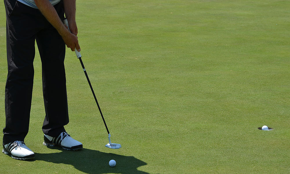 Justin Leonard practiced on the green this week using a TaylorMade Ghost Tour TA-12 putter.