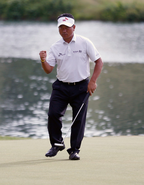 Choi celebrates after making his birdie putt on the 15th.