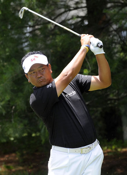 K.J. Choi watches his tee shot on the eighth hole during his second round 65. That was Choi's second consecutive 65, good for a tie for second at -10.