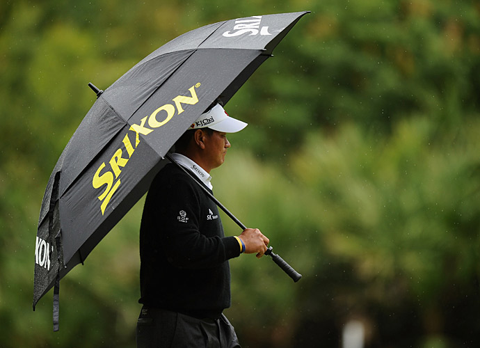 With other players falling back due to the weather, Choi found himself in the lead when play was called.